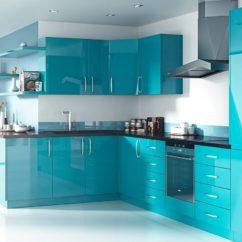 яркая голубая кухонная мебель